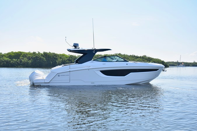 Profile 2020 Cruisers Yachts 38 GLS Runabout 2693193