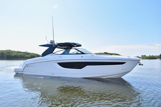 Profile 2020 Cruisers Yachts 38 GLS Runabout 2693197