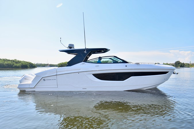 Profile 2020 Cruisers Yachts 38 GLS Runabout 2693199