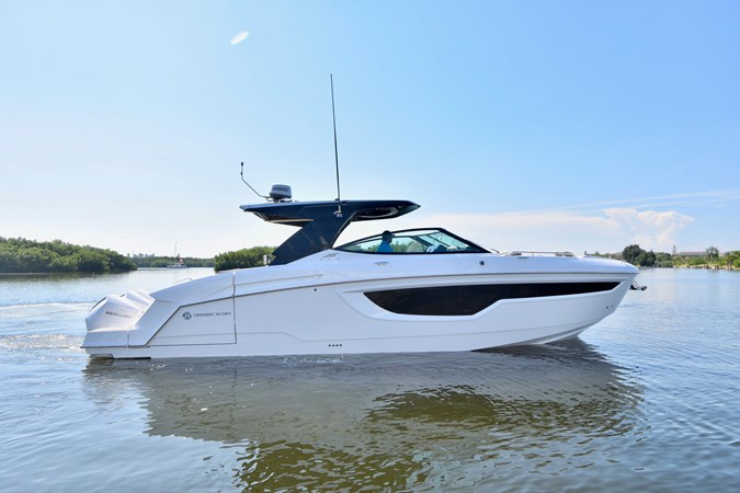 Profile 2020 Cruisers Yachts 38 GLS Runabout 2693200