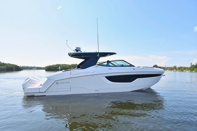 Profile 2020 Cruisers Yachts 38 GLS Runabout 2693201