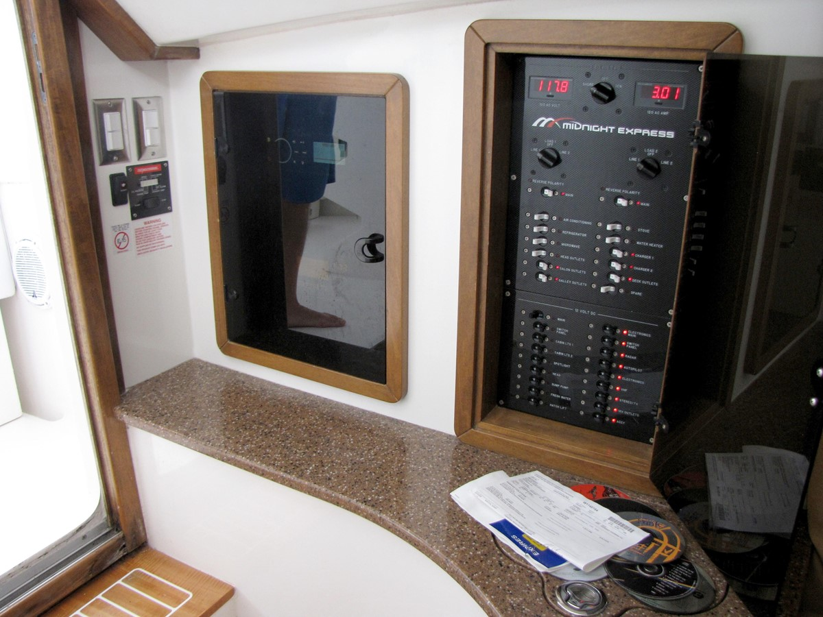 2008 MIDNIGHT EXPRESS 37 Cabin Center Console 2605293