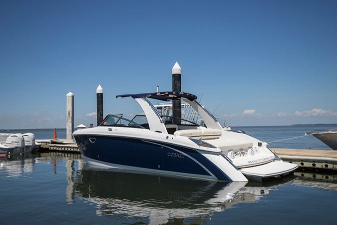 Port quarter profile 2016 COBALT R30 Deck Boat 2605401