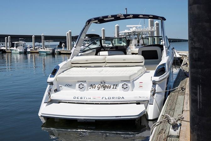 Stern profile 2016 COBALT R30 Deck Boat 2605402