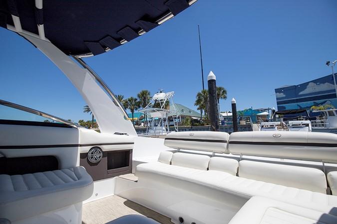 Stbd cockpit 2016 COBALT R30 Deck Boat 2605406