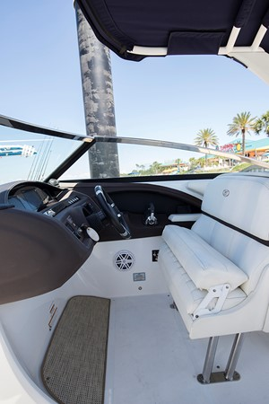 Captain's chair 2016 COBALT R30 Deck Boat 2605417