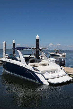 Port quarter profile 2 2016 COBALT R30 Deck Boat 2605420