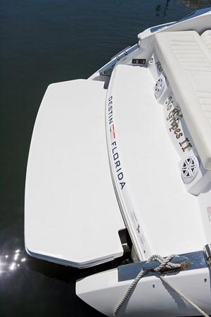 Hydraulic swim platform 2016 COBALT R30 Deck Boat 2610953