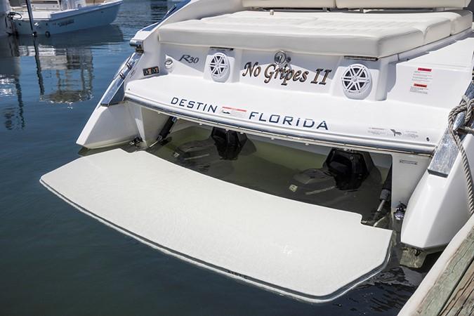 Hydraulic swim platform view 2 2016 COBALT R30 Deck Boat 2610954