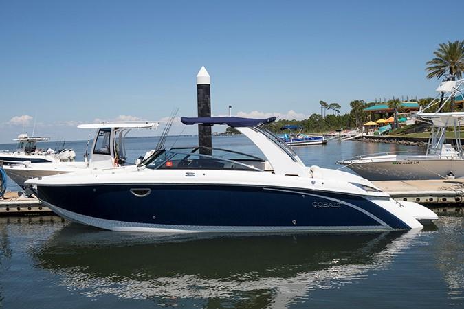 Port profile 2 2016 COBALT R30 Deck Boat 2610958