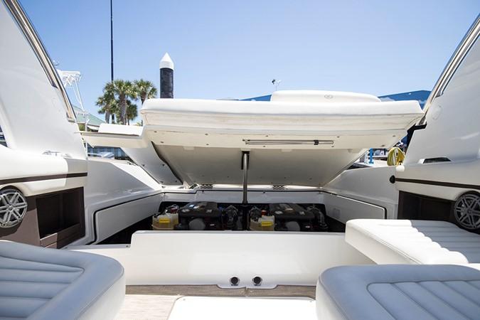 Engine hatch 2016 COBALT R30 Deck Boat 2610959