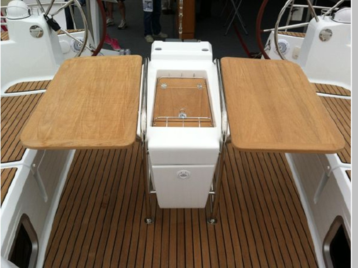 2019 JEANNEAU Sun Odyssey 519 Cruising Sailboat 2606940