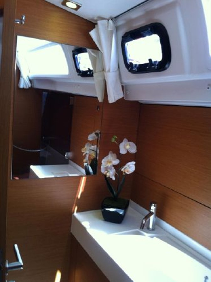 2019 JEANNEAU Sun Odyssey 519 Cruising Sailboat 2607040