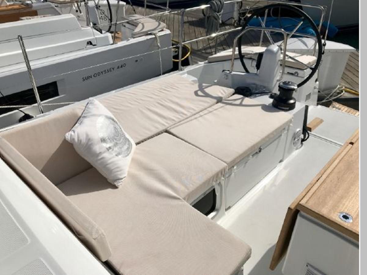 2019 JEANNEAU Sun Odyssey 490 Cruising Sailboat 2607084