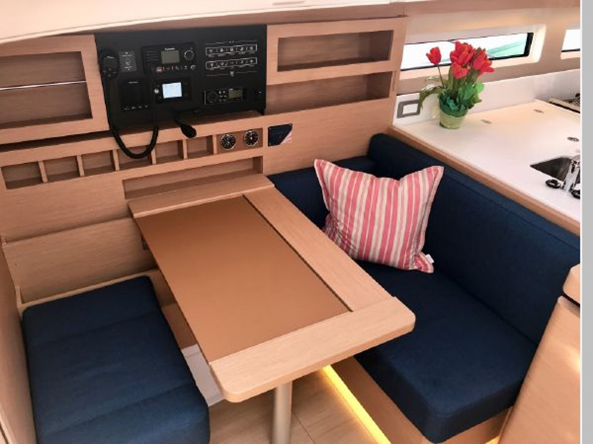 2019 JEANNEAU Sun Odyssey 490 Cruising Sailboat 2607114