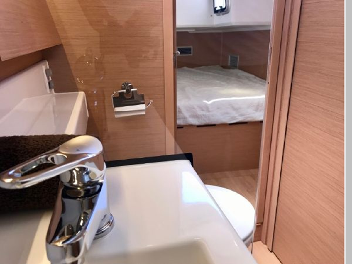 2019 JEANNEAU Sun Odyssey 490 Cruising Sailboat 2607132