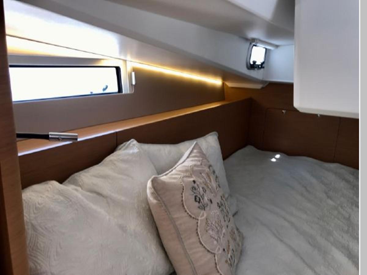 2019 JEANNEAU Sun Odyssey 490 Cruising Sailboat 2607134