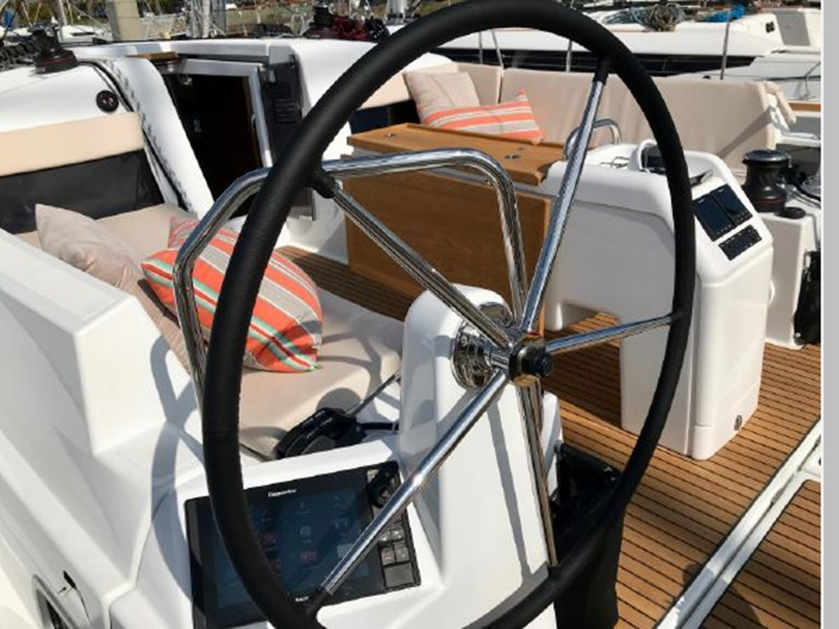 2019 JEANNEAU Sun Odyssey 440 Cruising Sailboat 2607265