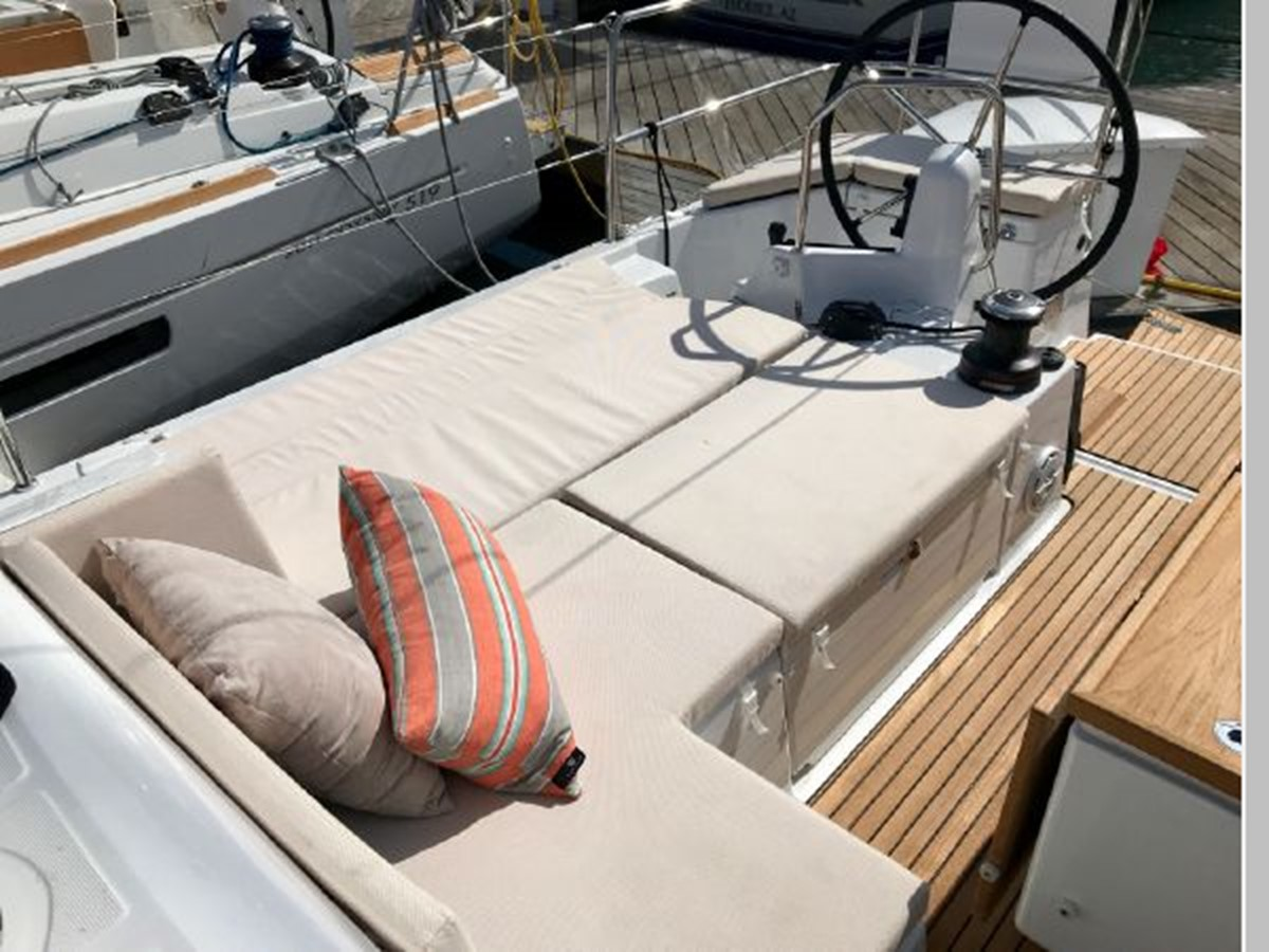 2019 JEANNEAU Sun Odyssey 440 Cruising Sailboat 2607272