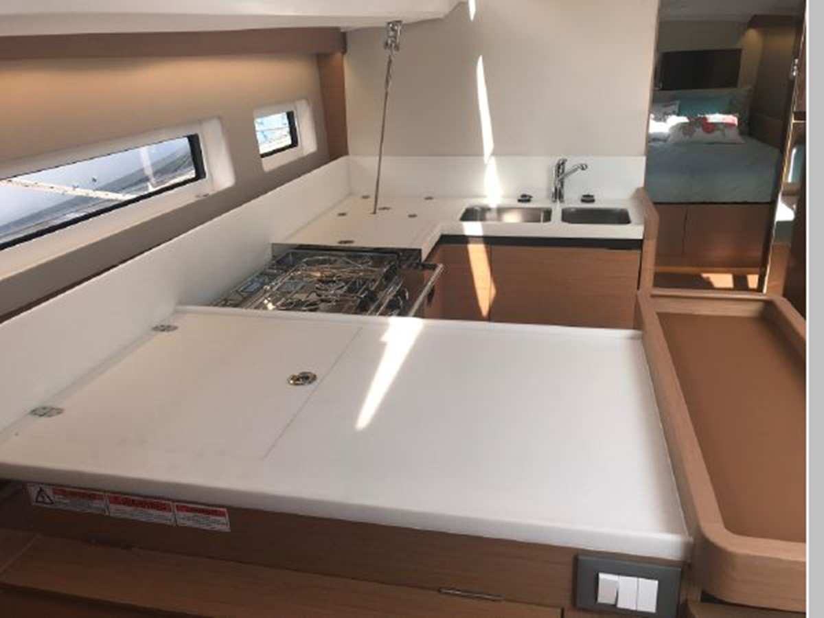 2019 JEANNEAU Sun Odyssey 440 Cruising Sailboat 2607300