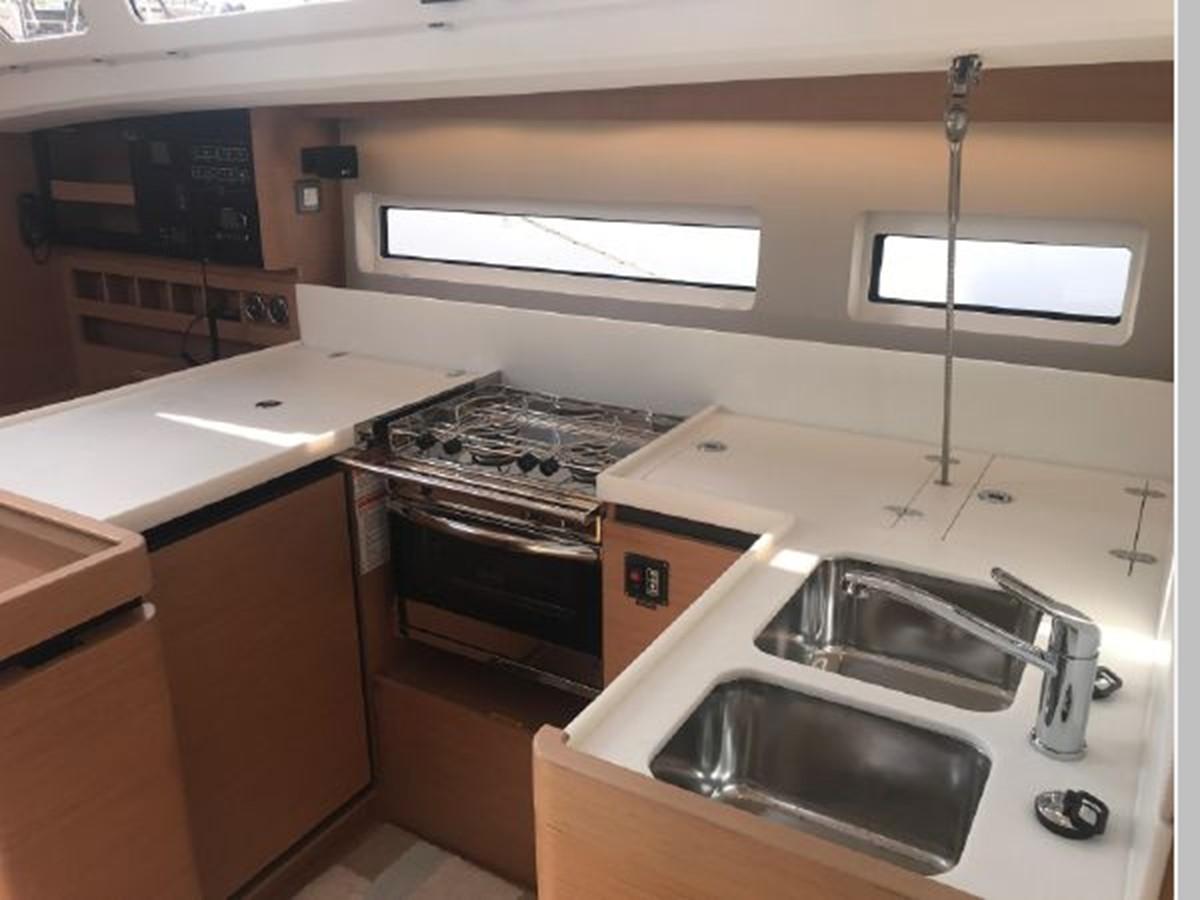 2019 JEANNEAU Sun Odyssey 440 Cruising Sailboat 2607301