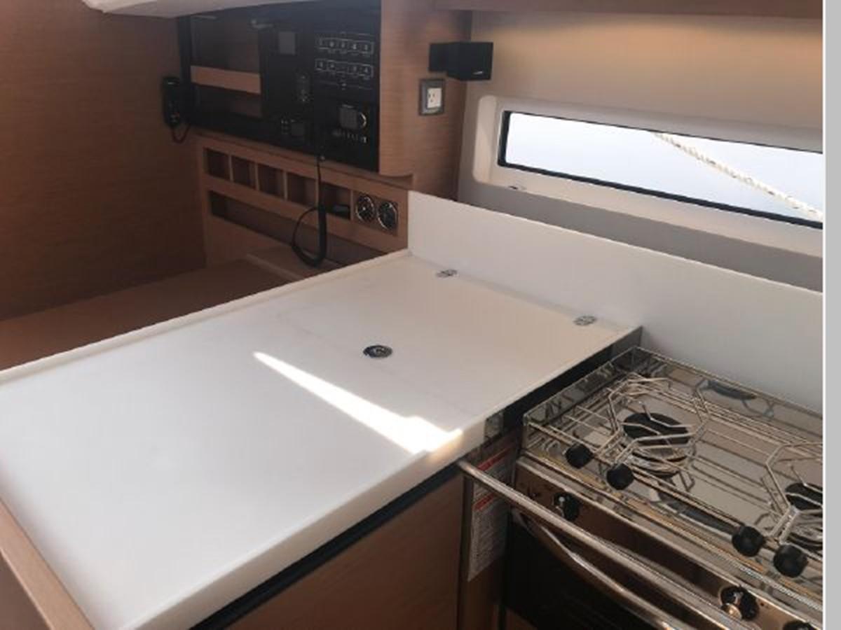 2019 JEANNEAU Sun Odyssey 440 Cruising Sailboat 2607305