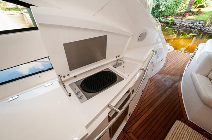2007 55 Sunseeker Predator Cockpit  2007 SUNSEEKER 55 Predator Motor Yacht 2612574