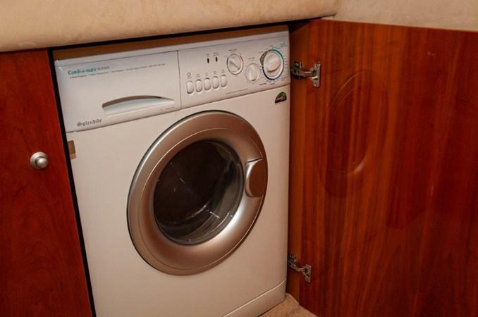 2007 55 Sunseeker Predator Laundry 2007 SUNSEEKER 55 Predator Motor Yacht 2612588