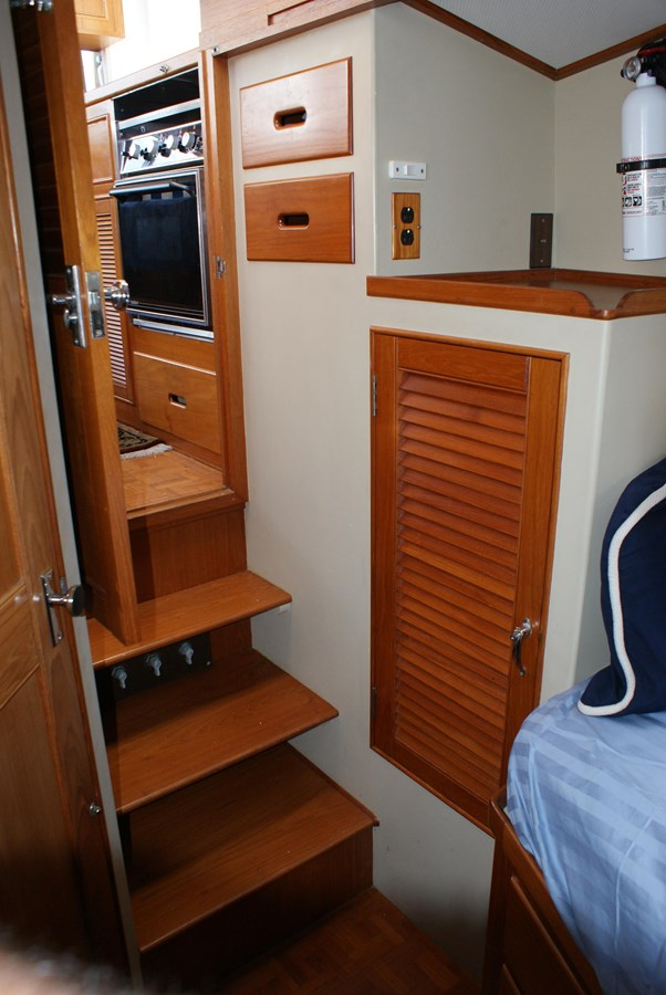 Fwd Cabin Entry 1988 GRAND BANKS  Trawler 2611381