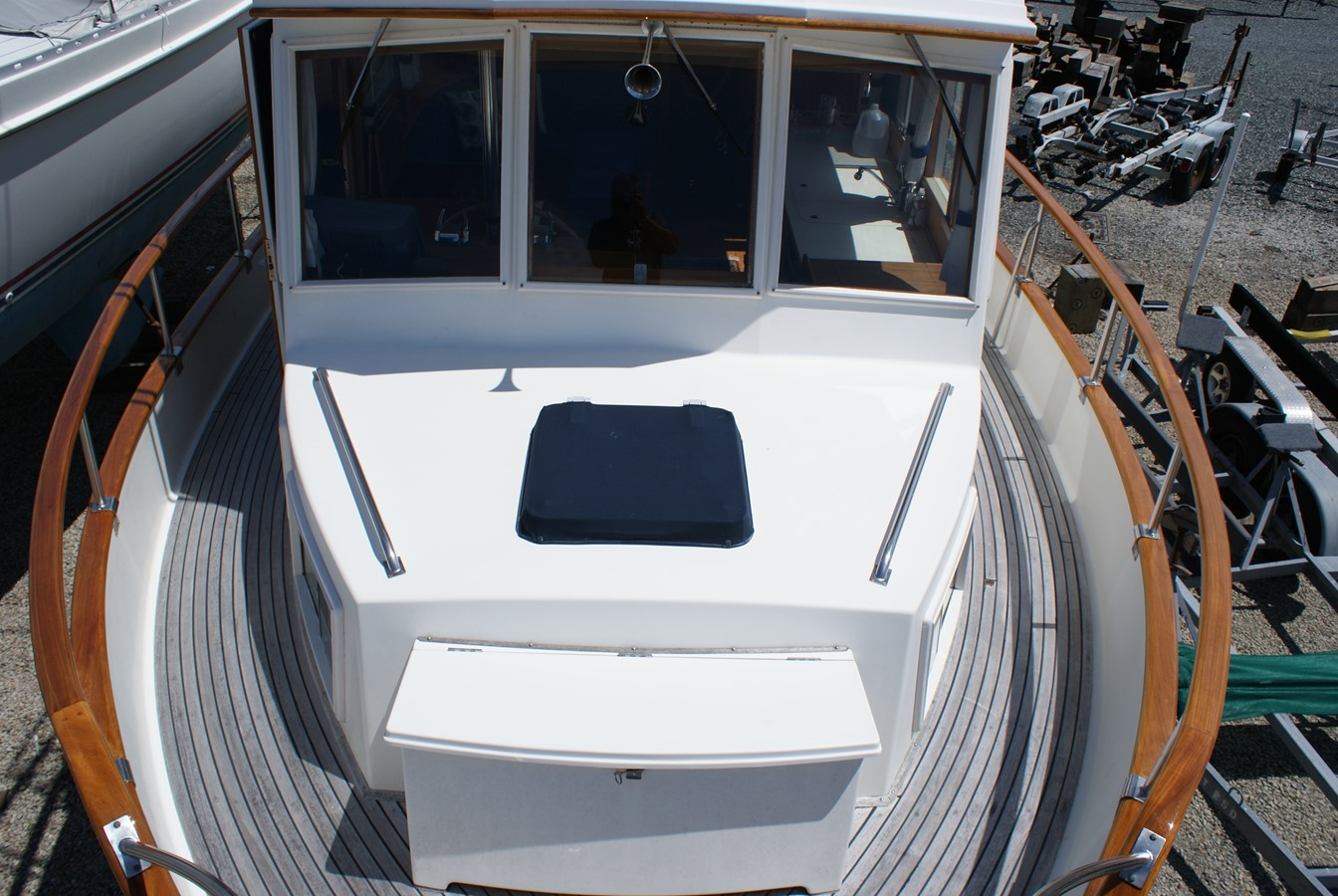 Fwd Deck 1988 GRAND BANKS  Trawler 2611386