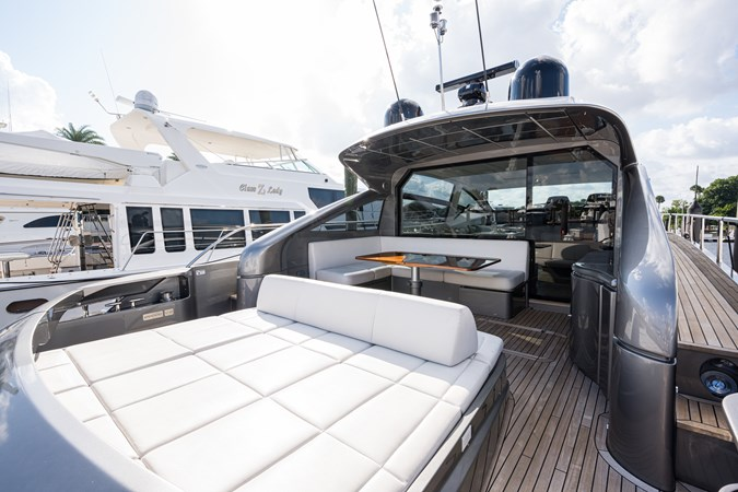 Sunshine, 62 Pershing 2014 Aft Deck 2014 PERSHING Express Cruiser Cruiser 2692333