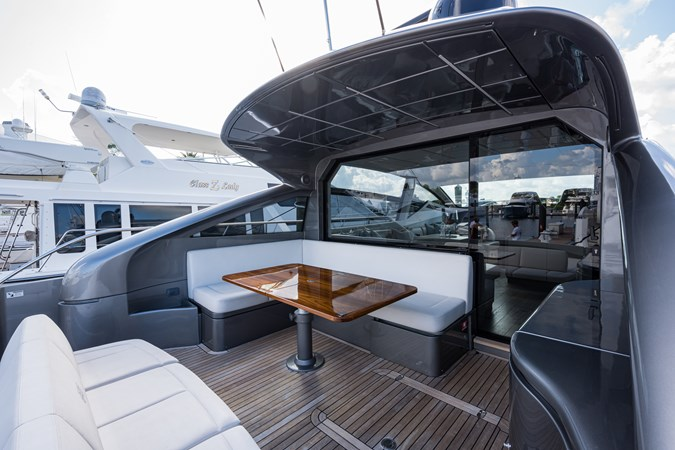 Sunshine, 62 Pershing 2014 Aft Deck 2014 PERSHING Express Cruiser Cruiser 2692335