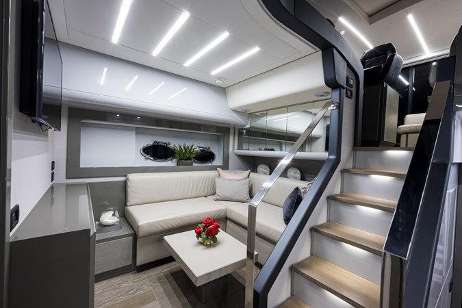 Sunshine, 62 Pershing 2014 Lower Salon 2014 PERSHING Express Cruiser Cruiser 2692355