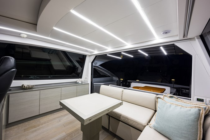 Sunshine, 62 Pershing 2014 Upper Salon 2014 PERSHING Express Cruiser Cruiser 2692362