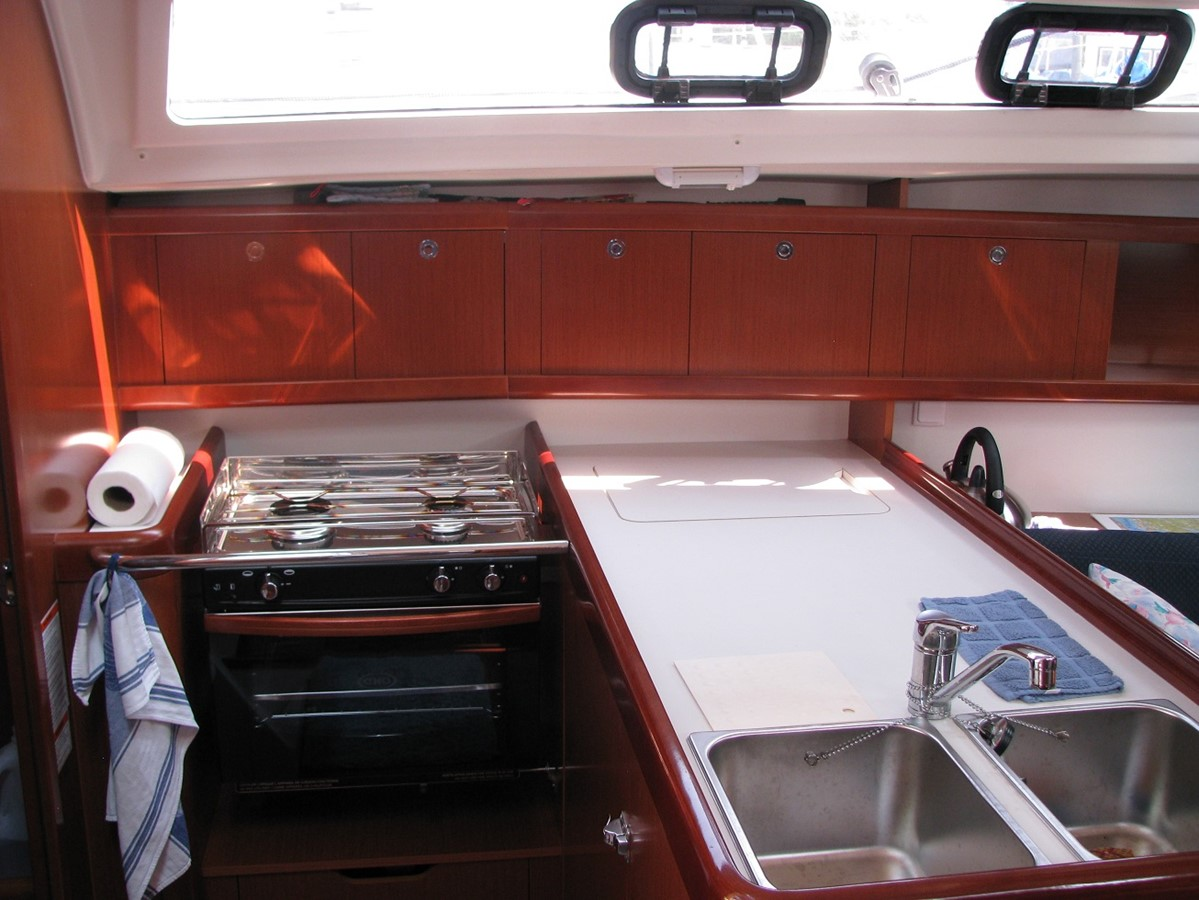 Galley 2011 BENETEAU Oceanis Sloop 2611499