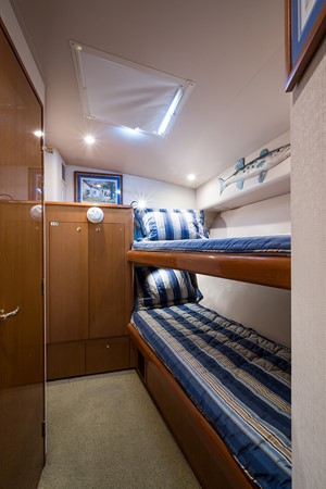 Guest Stateroom 2002 VIKING Convertible Sport Fisherman 2611565