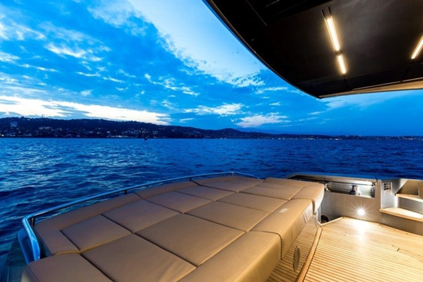 2015 PERSHING  Motor Yacht 2612101