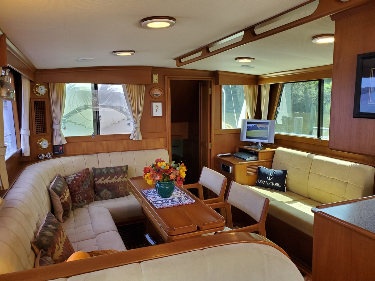 Settee and yacht table aft of helm seat, port side settee 2003 GRAND BANKS 42 Classic Trawler 2613059