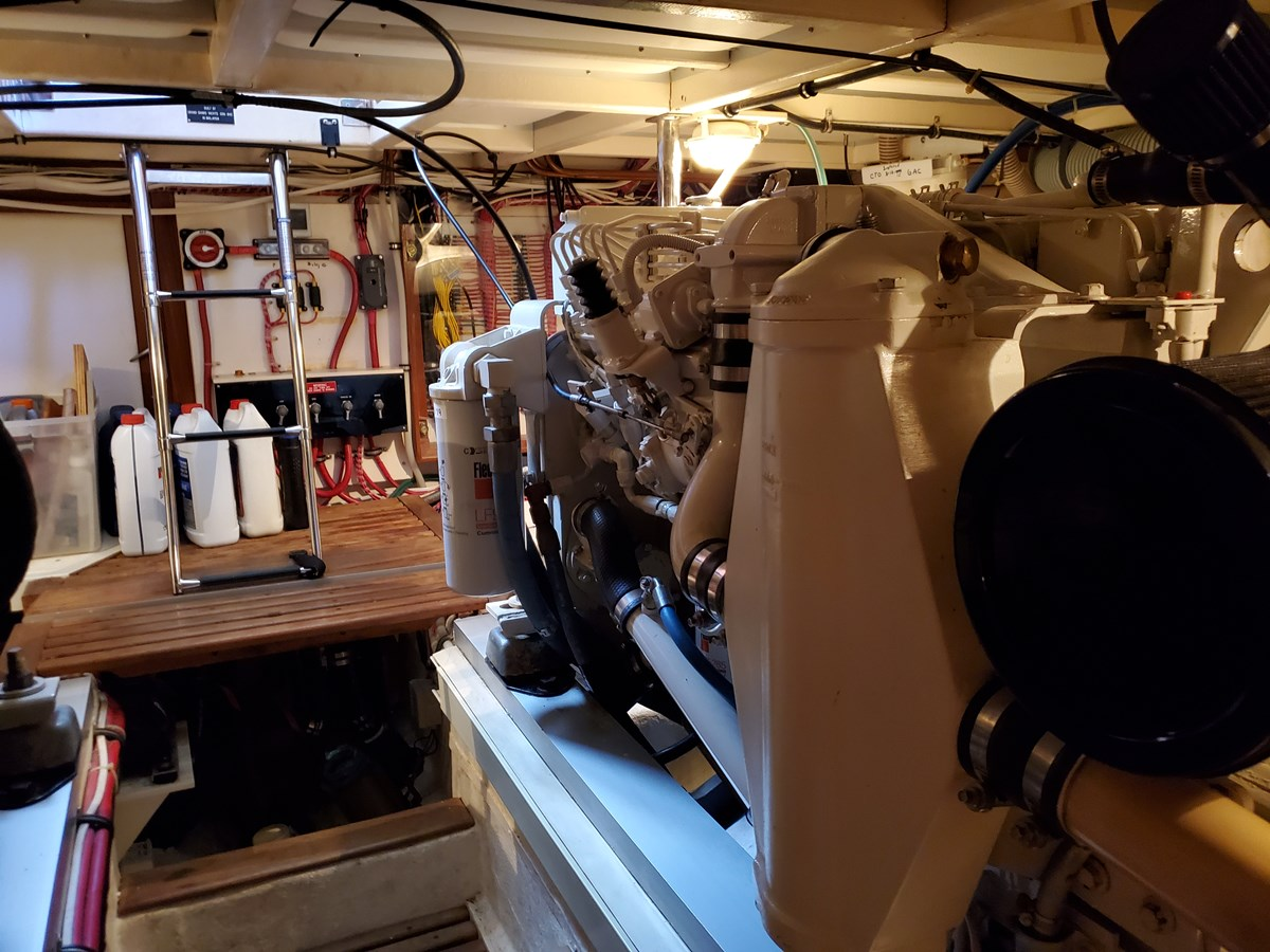 Engine room access from saloon 2003 GRAND BANKS 42 Classic Trawler 2615640