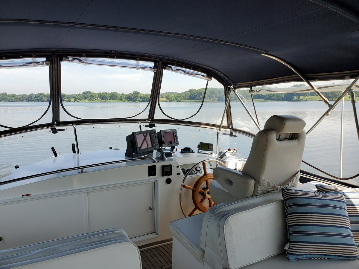 Flybridge helm station with helmsman's chair 2003 GRAND BANKS 42 Classic Trawler 2615695