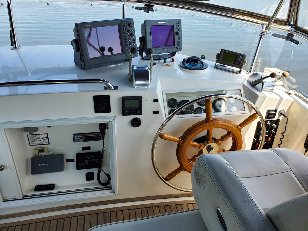 Flybridge helm station electronics, compass 2003 GRAND BANKS 42 Classic Trawler 2615696