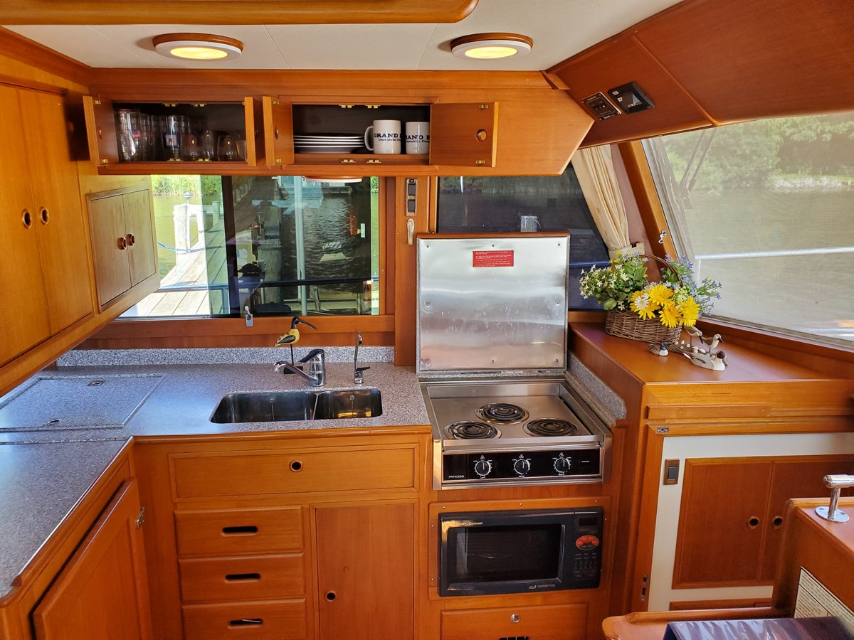 3 burner range with cover, storage drawers, refrigerator 2003 GRAND BANKS 42 Classic Trawler 2615703