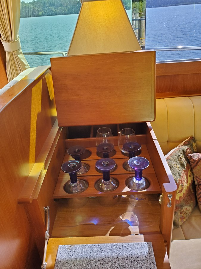 Dry bar with ice maker aft of lower helm 2003 GRAND BANKS 42 Classic Trawler 2615704