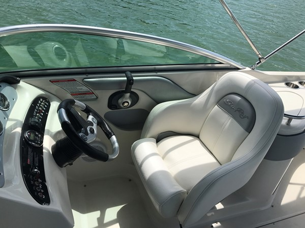 2008 SEA RAY 240 Sundeck Runabout 2613757