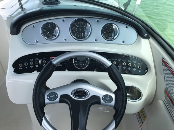 2008 SEA RAY 240 Sundeck Runabout 2613758