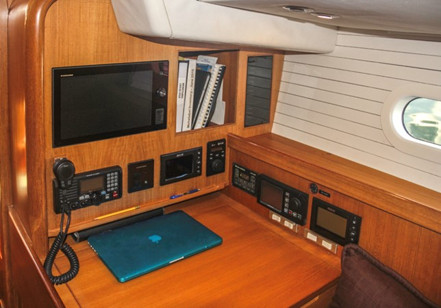 NAV STATION 1999 ADMIRAL MARINE Custom Performance Sailing Yacht Cutter 2614148