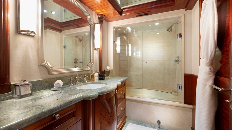 GUEST BATHROOM  2008 RICHMOND YACHTS  Motor Yacht 2620168