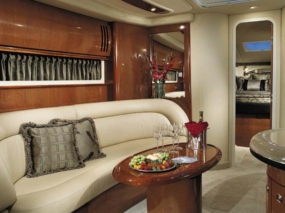 Entertain guests by day / Sleeps two in comfort when converted to a bed 2003 SEA RAY Sundancer Sport Yacht Cruiser 2622667