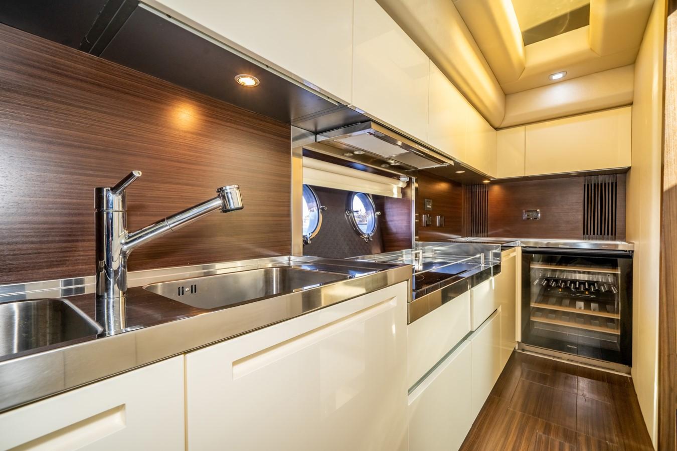 2013 AZIMUT  Motor Yacht 2617619