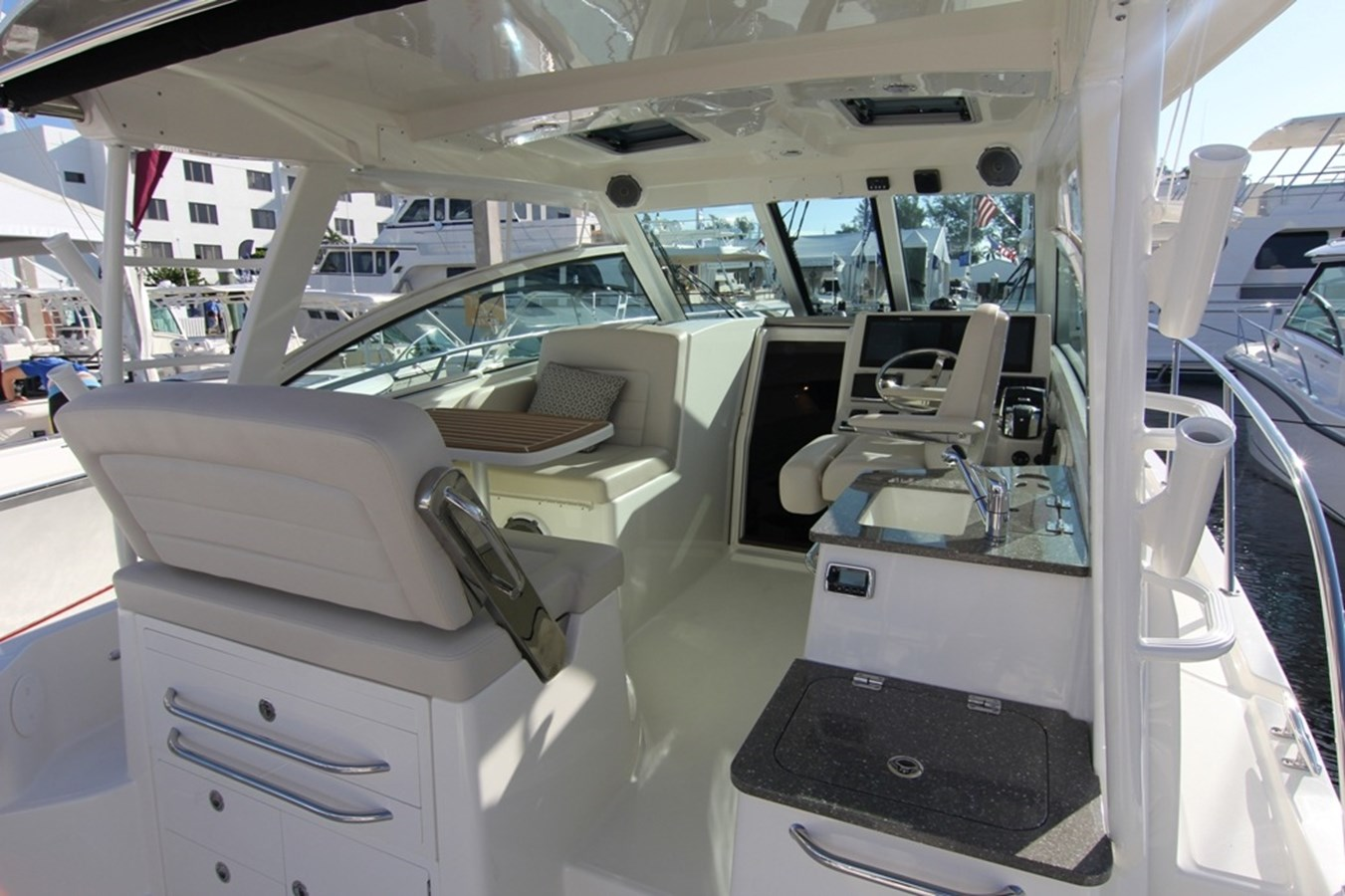 rev_345CQ_Gallery8 2015 BOSTON WHALER 345 Conquest Sport Fisherman 2618535